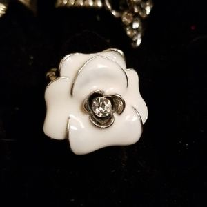 White flower ring stretch back